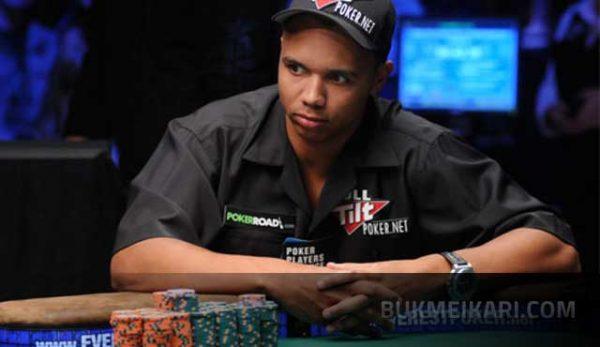 огромен онлайн удар на покер