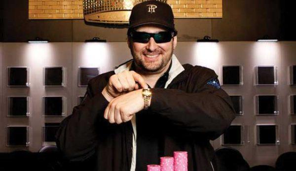 Фил Хелмут През октомври, покер легендата 70 000 думи от книгата са написани