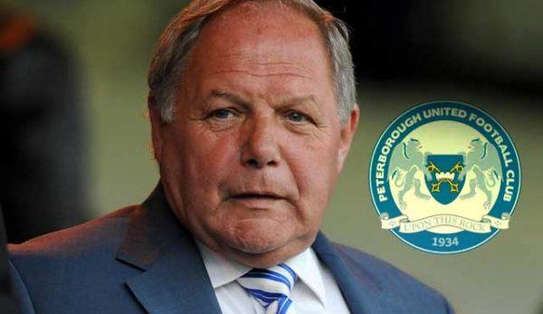 Бари Фрай Лига Едно Питърсбъро Юнайтед е обвинен от ФА за нарушение на правилата за спортни залози от футболни дейци