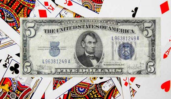 Покер с три карти в казиното залог за $5 на бонуса от 6 карти се случи - A, Q и 10 от кари, докато дилърът държал K, J и 9 от същата боя